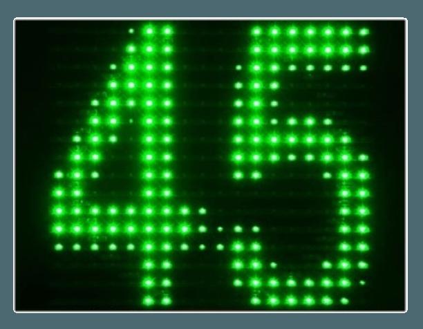 Displej měřiče rychlosti (radaru,ukazatele) GR33 zobrazuje rychlost 45 v zelených barvách LED